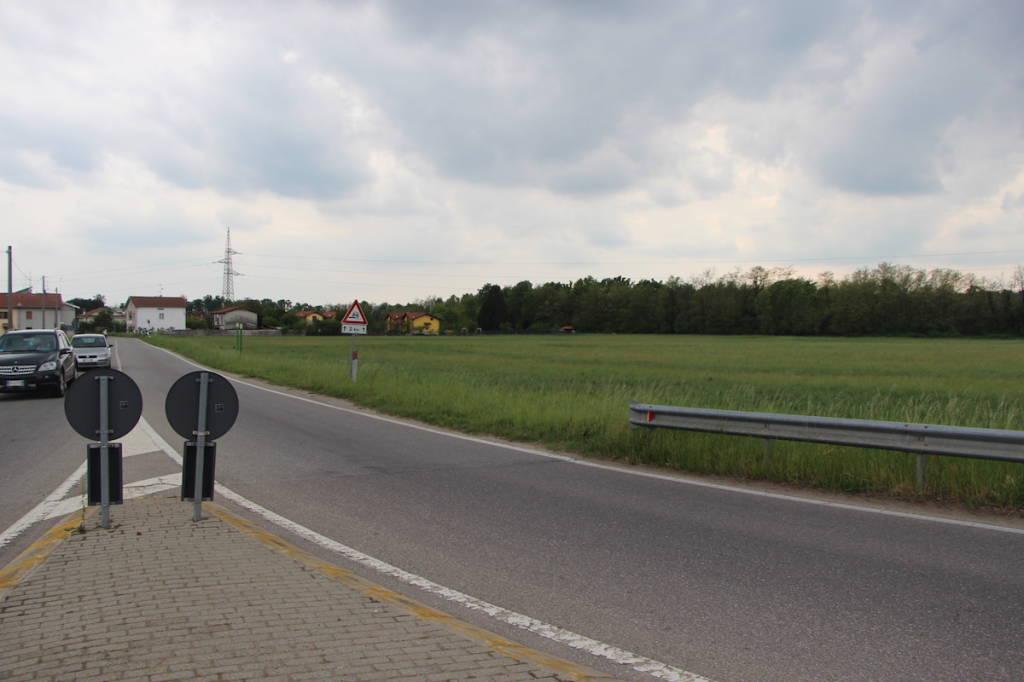 Cementificio su un terreno agricolo varesenews foto - Diritto di passaggio su terreno agricolo ...