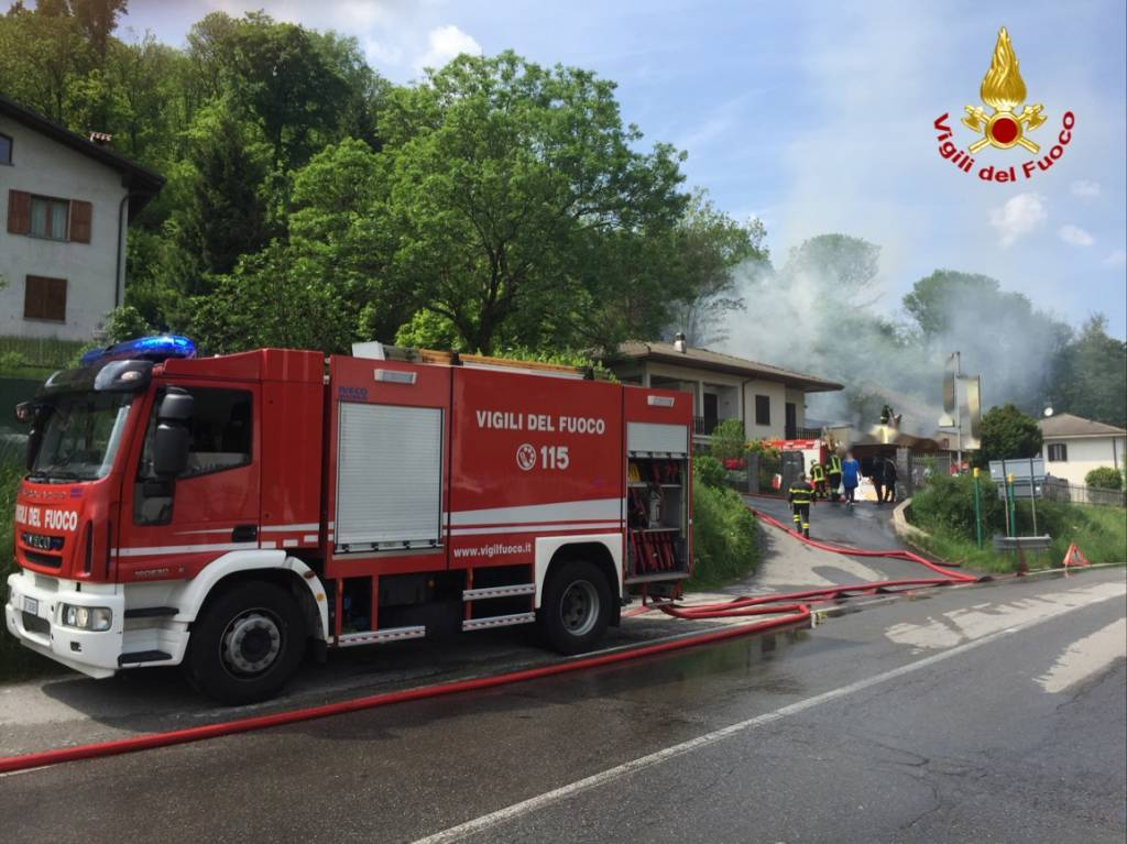 Incendio deposito a Lavena Ponte Tresa