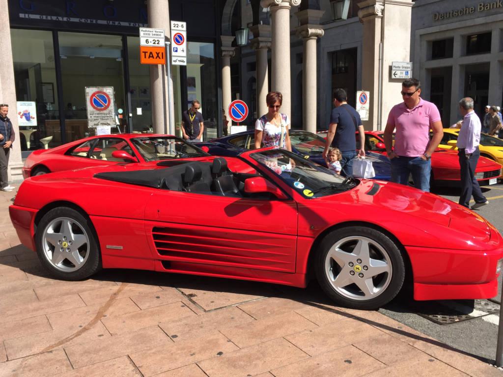 Le Ferrari in piazza