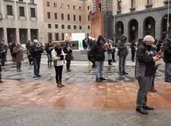 Sentinelle in piedi a Varese