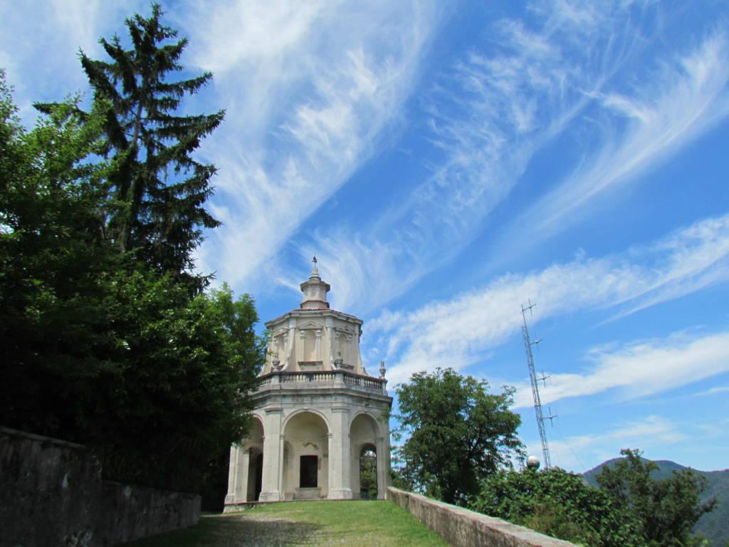 Il cielo tocca il Sacro Monte