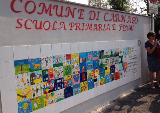 Inaugurato il maxi-mosaico della scuola di Carnago