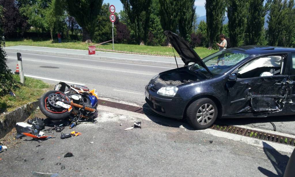 incidente auto moto bodio lomnago