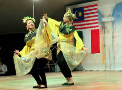 La festa finale del gemellaggio 141Expo tra Ferno e la Malesia