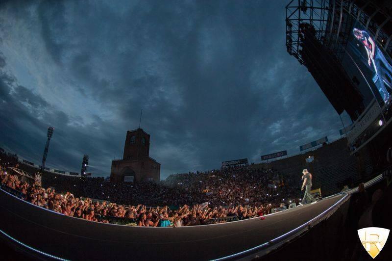 Vasco Rossi in concerto allo stadio Dall'Ara di Bologna