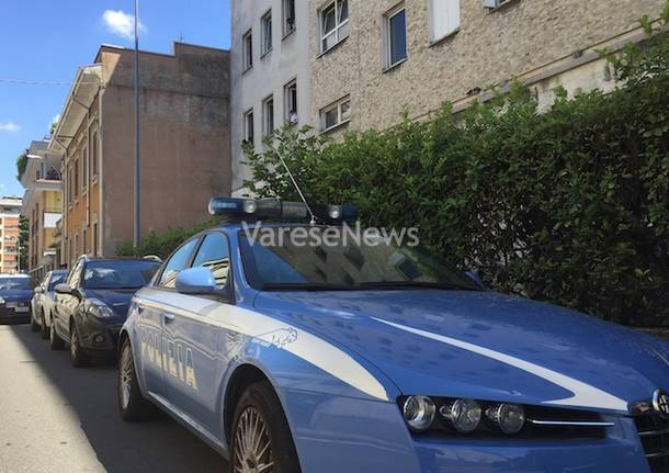 volante polizia centro profughi busto arsizio giugno 2015