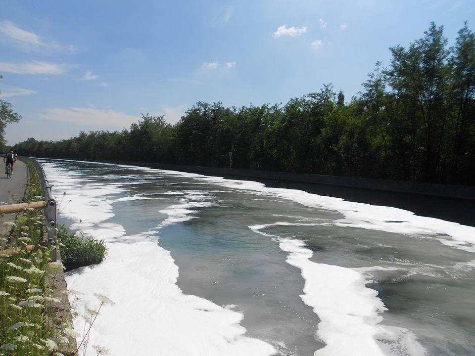 canale industriale naviglio grande acqua