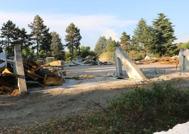 demolizione mostra tessile