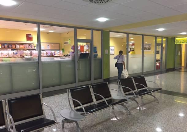 Il bar nella hall dell'ospedale di Varese