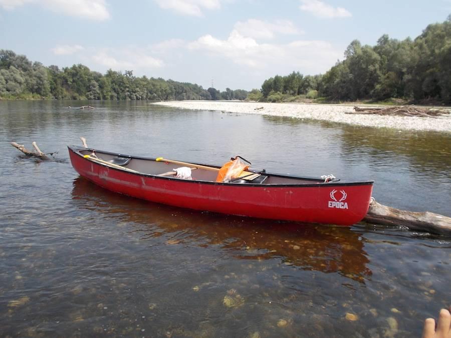 pavia ticino la canoa rossa
