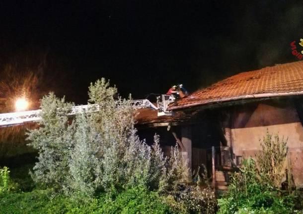 A fuoco i magazzini della stazione
