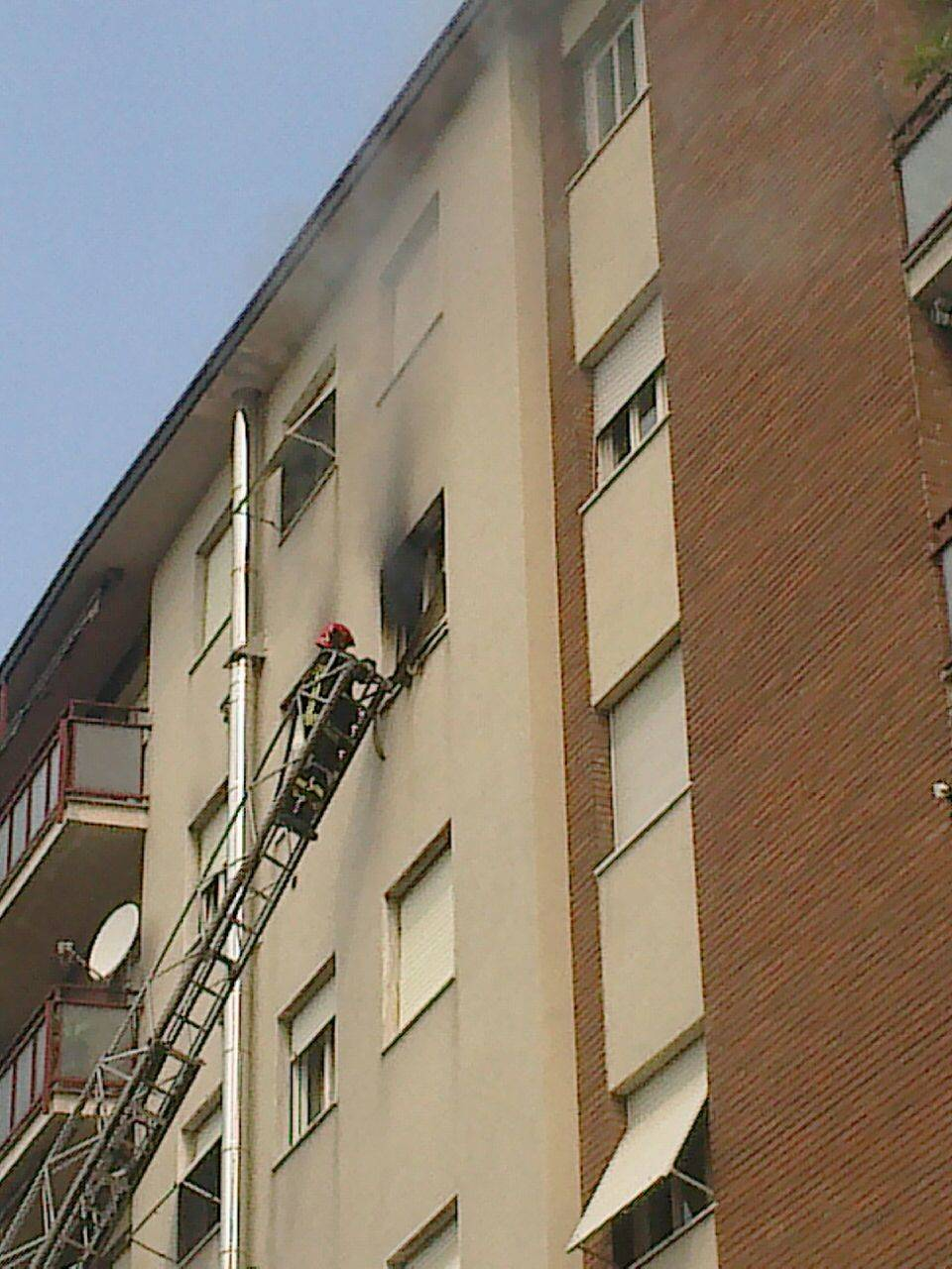 Incendio in via Ferraris a Gallarate