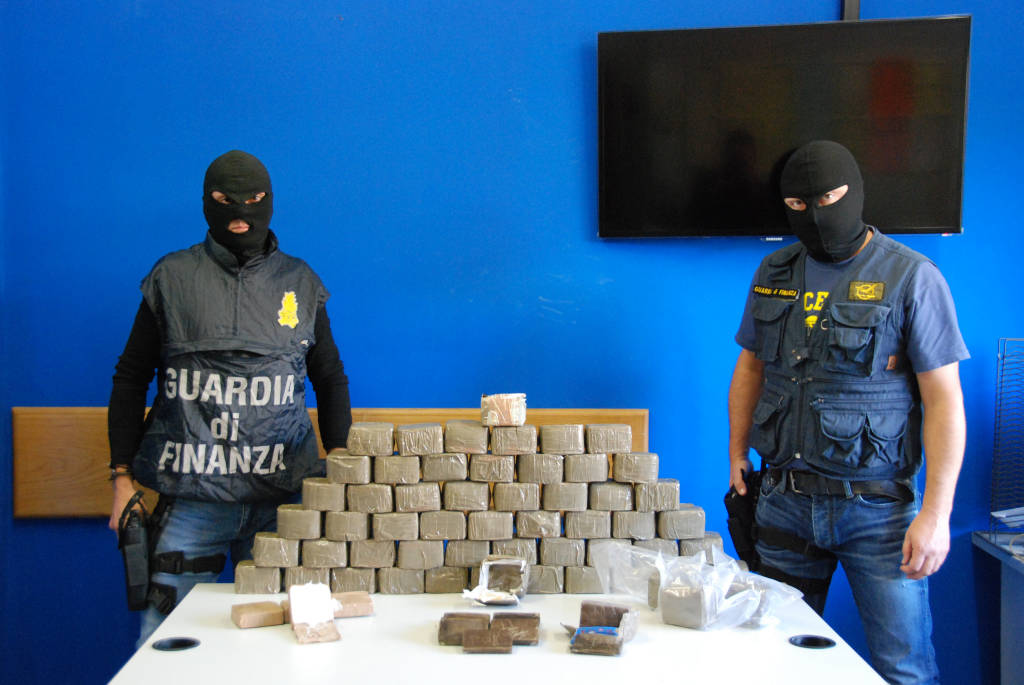 32 chilogrammi di droga sequestrati dalla Guardia di Finanza