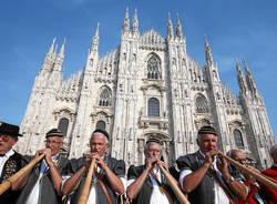 Corni svizzeri in piazza Duomo