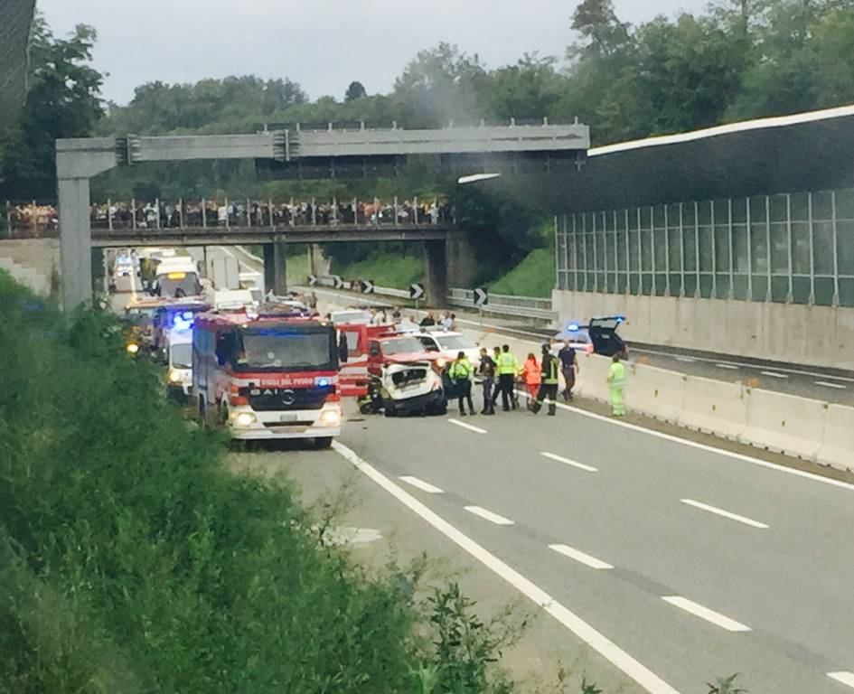 Incidente sul raccordo tra l'A8 e l'A26