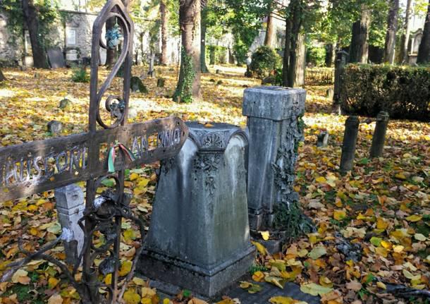 cimitero vecchio viggiù tombe