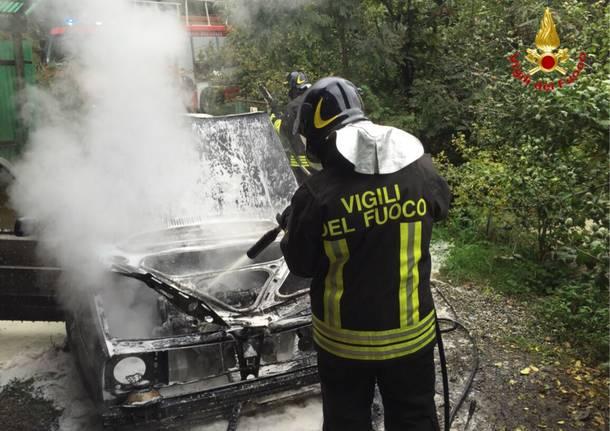 Incendio auto a Dumenza