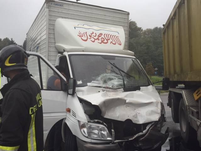 incidente camion lozza 13 ottobre 2015