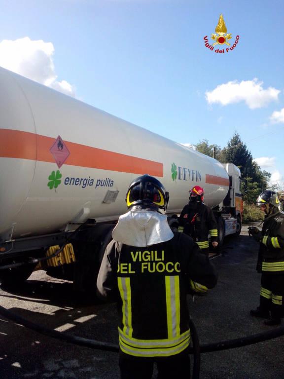 La rimozione della cisterna di Gpl a Sesto calende 16 ottobre 2015