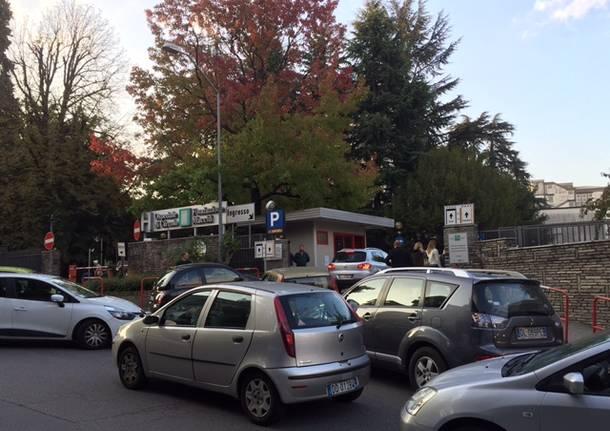 Primo giorno di parcheggio a pagamento all'ospedale di Circolo
