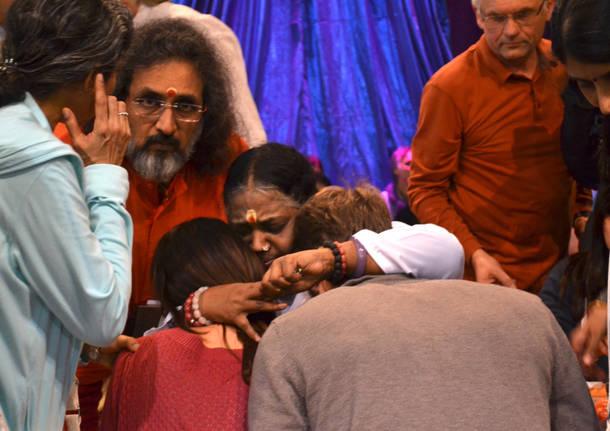 Amma abbraccia a MalpensaFiere