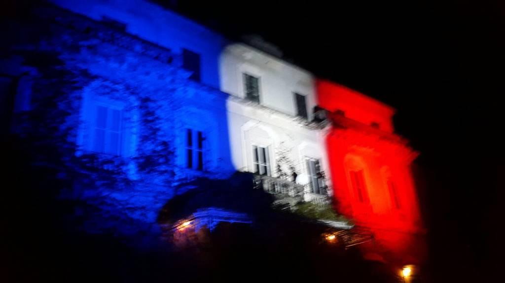 Casciago, il Município si colora di Francia