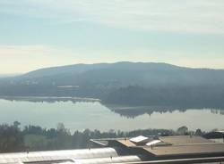 Chiazza sospetta nel lago di Varese a Biandronno
