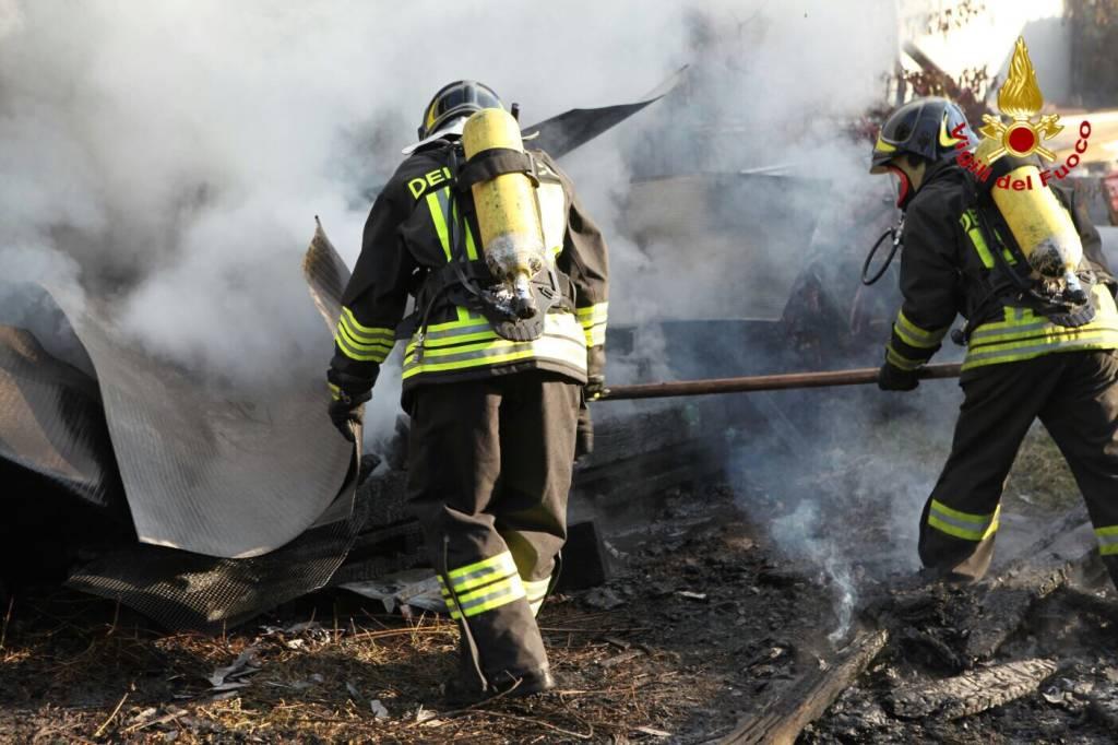 incendio capannone origgio 12 novembre 2015