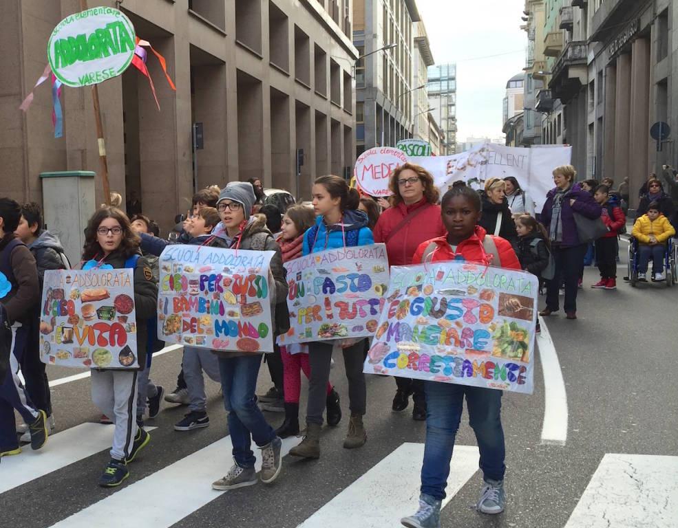 La marcia per i diritti dei bambini a Varese