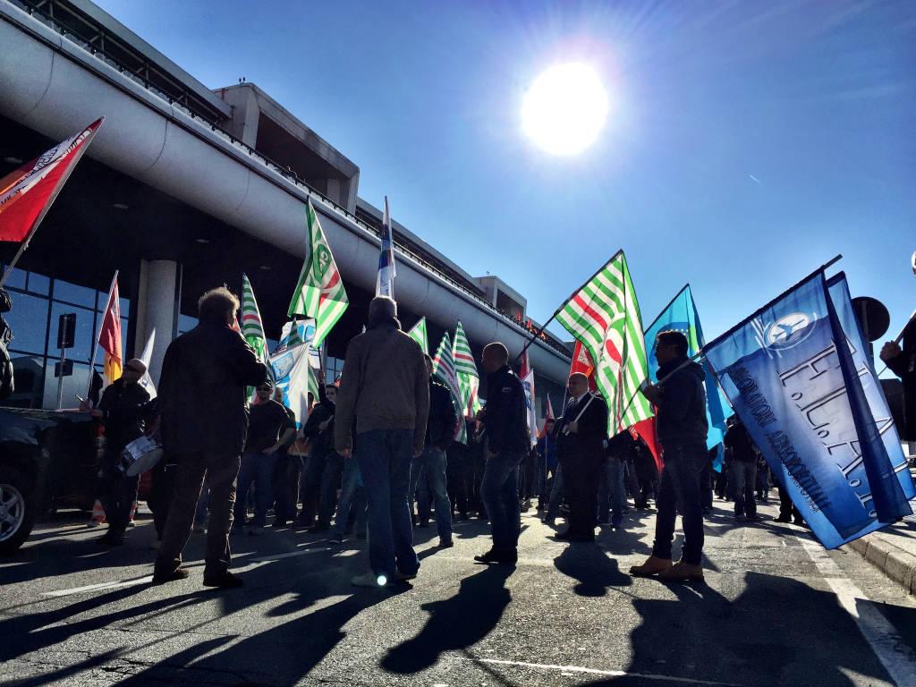 Lavoratori Malpensa Ryanair protesta