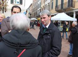 Varese in piazza per la Francia