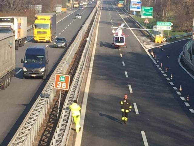 Incidente in A8, tra elicottero e curiosi