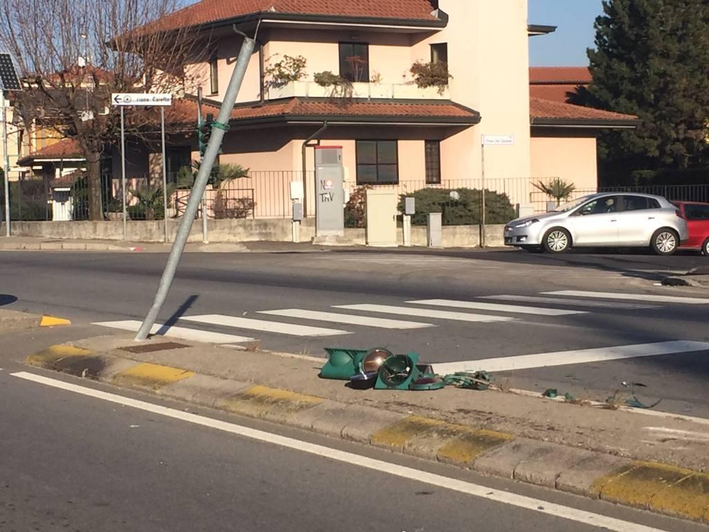 Incidente stradale via Milano-via Liberazione