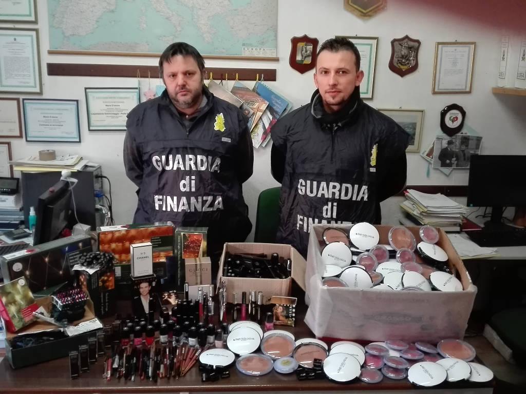 Prodotti contraffatti sequestrati dalla Guardi di Finanza