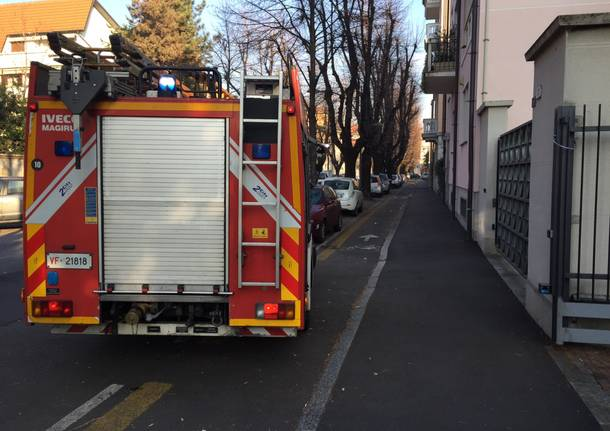 Brucia una cabina elettrica, black out in centro a Gallarate