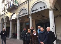 Aime protesta in centro contro lo svuotamento dei negozi