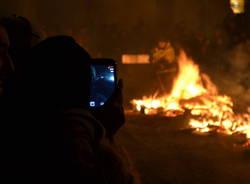 Brucia la gioeubia a Busto Arsizio