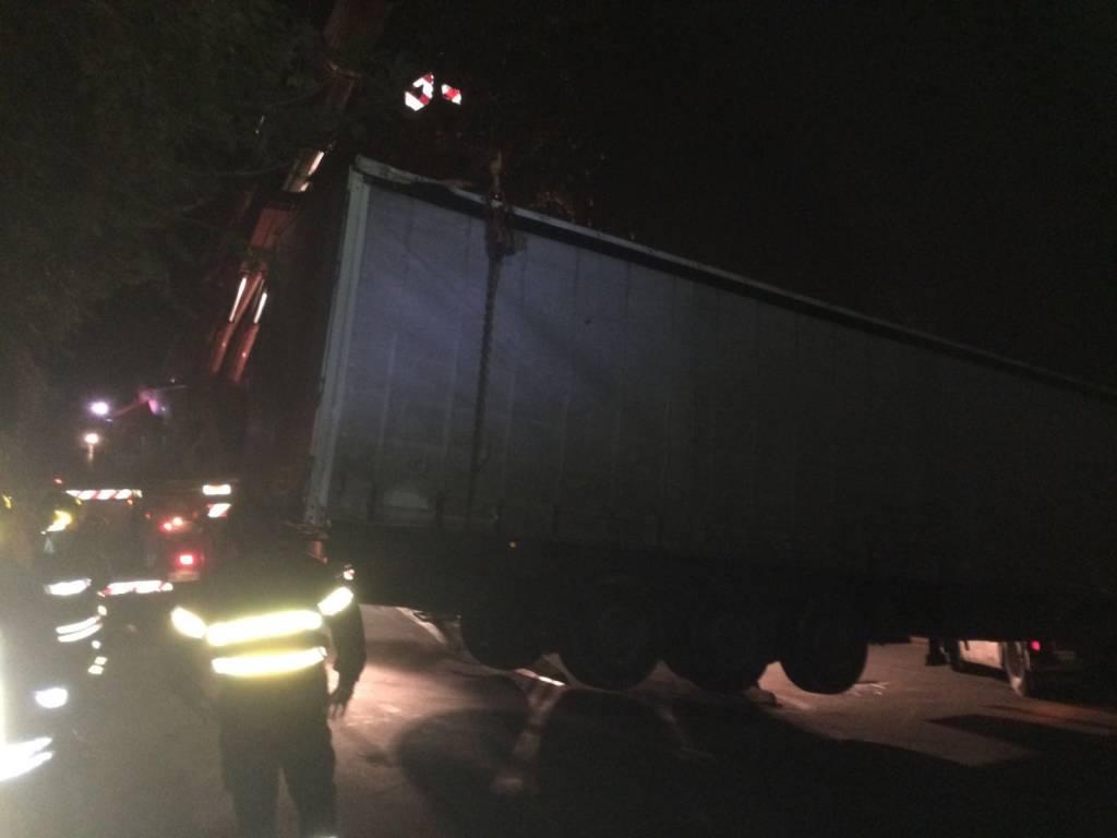 Camion bloccato a Cocquio 28 gennaio 2016