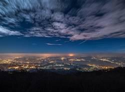 Varese in una notte di luna piena