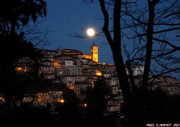 Luna sopra il Sacro monte