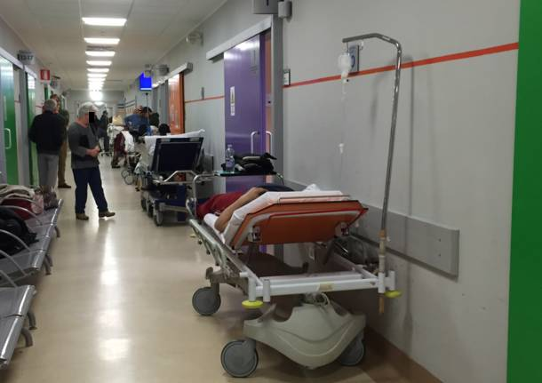 In Sala D Attesa.Pazienti Infastiditi In Sala D Attesa Due Donne Allontanate Dal
