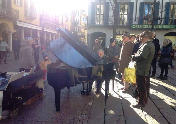 Il pianista nel centro di Varese