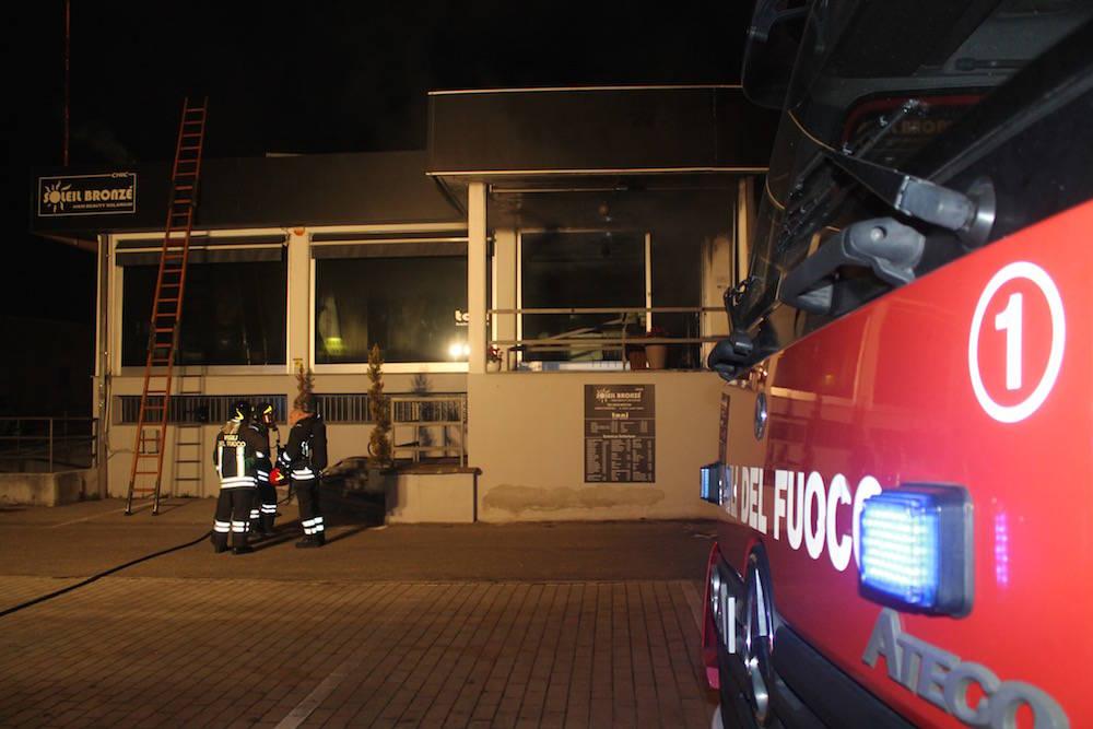 incendio centro abbronzature