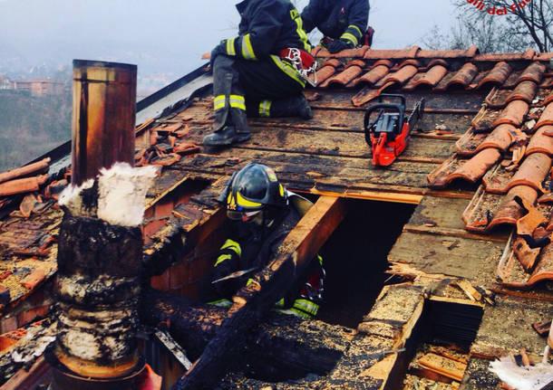 Incendio tetto a Groppello di Gavirate