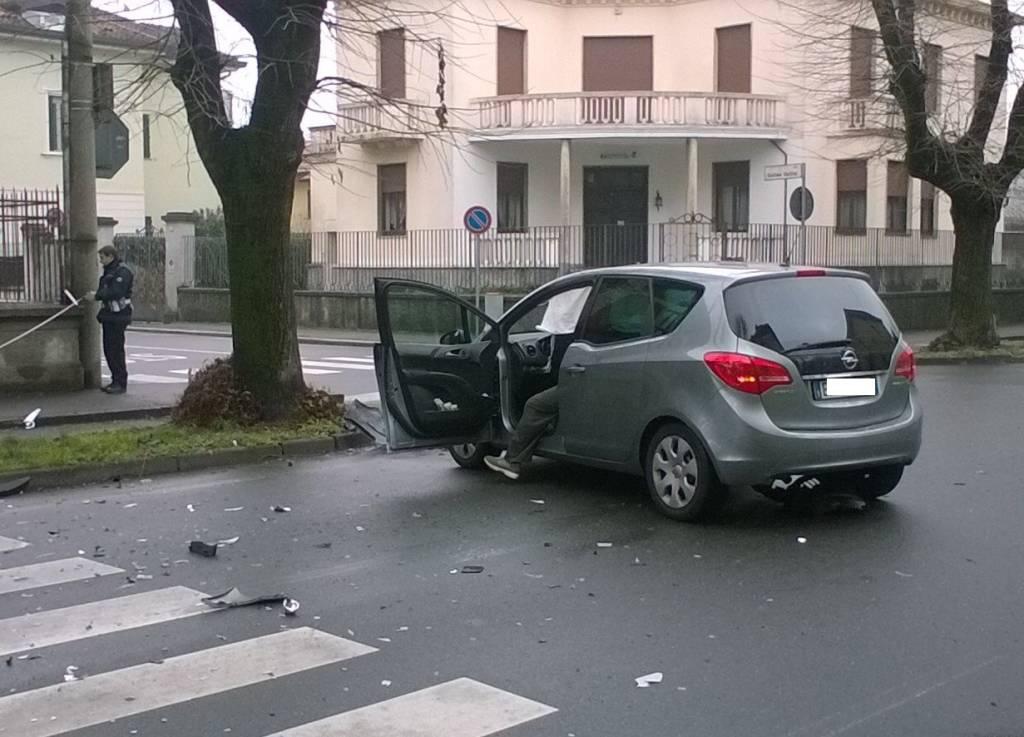 Incidente stradale via Leonardo Da Vinci Gallarate