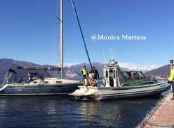 Barca a vela perde la rotta a causa del forte vento