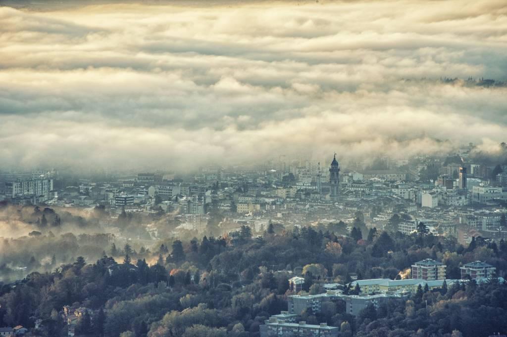 Varese persa tra le nubi
