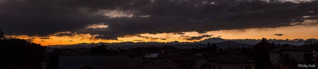 Panoramica al tramonto sulla catena del Monte Rosa