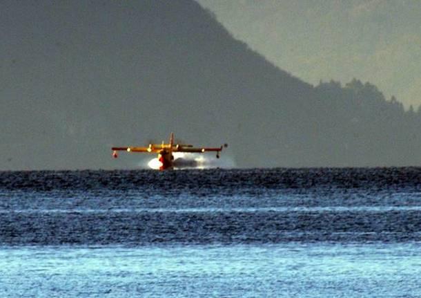 Canadair in azione per la Valle Vigezzo