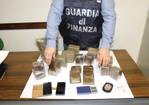 frontalieri della droga cuveglio gdf